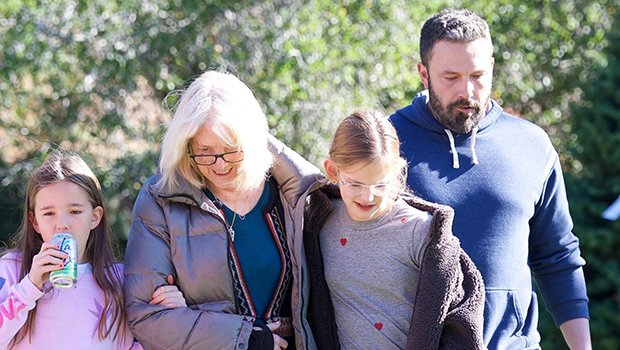 Ben Affleck Takes His Kids & Mom To Get A Christmas Tree ...